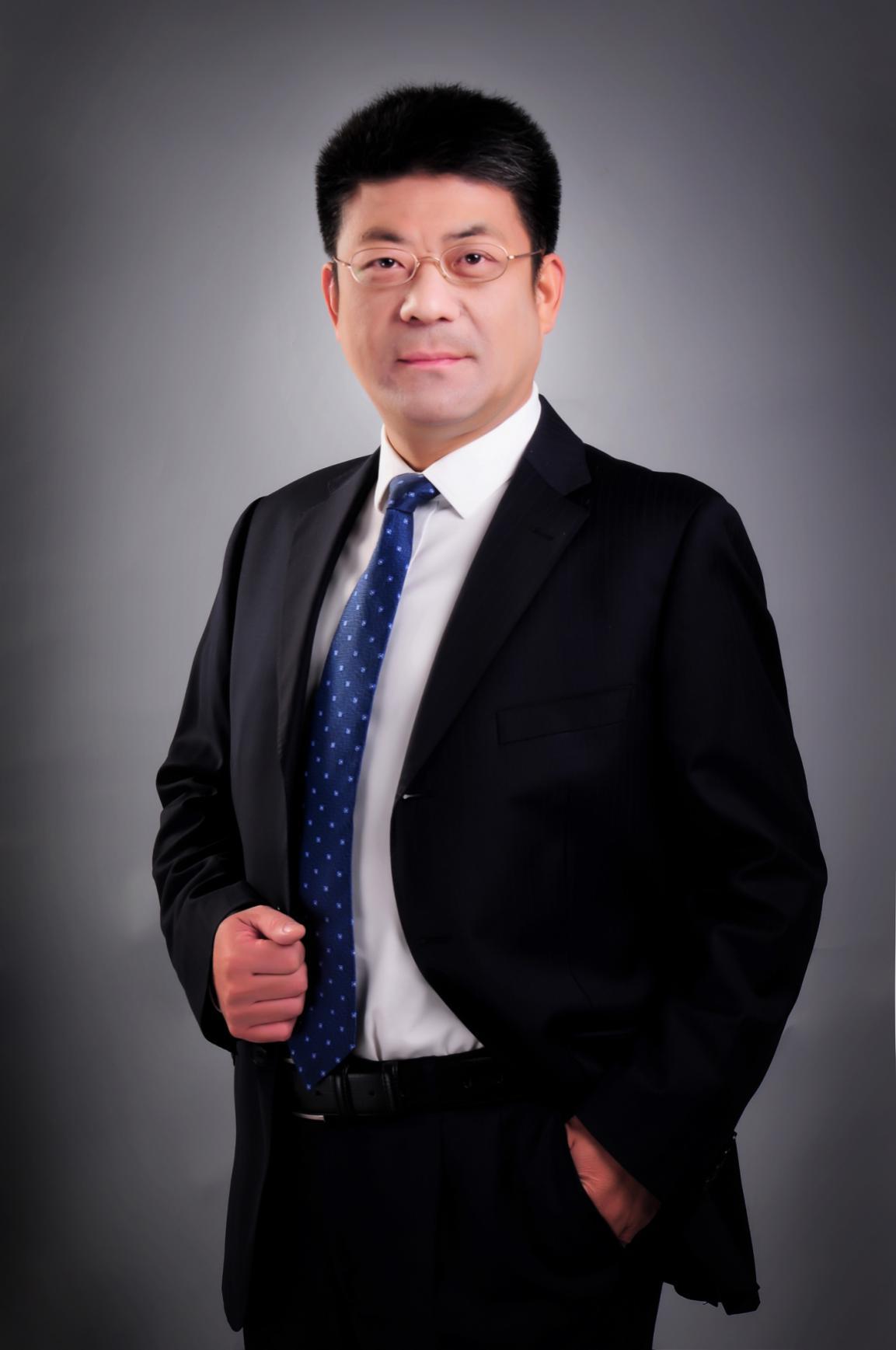 """刘峰律师:专业为""""桨"""",扬帆向阳"""