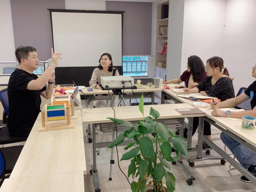 热烈欢迎I中国全网营销专家燕鹏飞老师莅临领悦参观指导